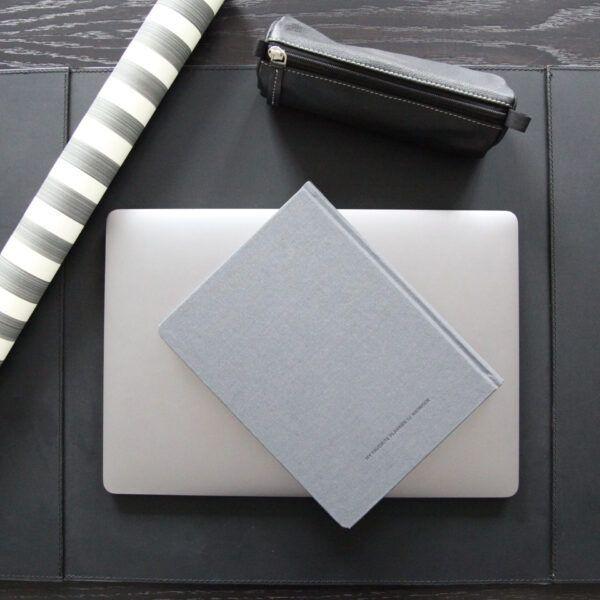 skriveunderlag-med-2-lommer